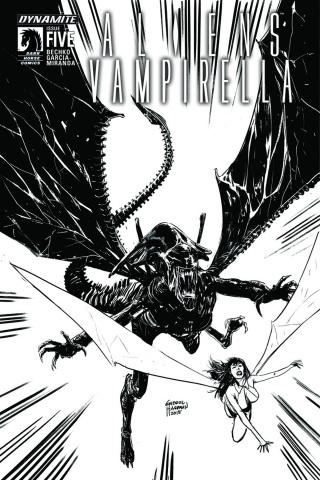 Aliens / Vampirella #5 (15 Copy B&W Cover)