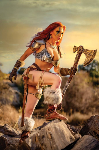 Red Sonja #26 (11 Copy Cosplay Virgin Cover)