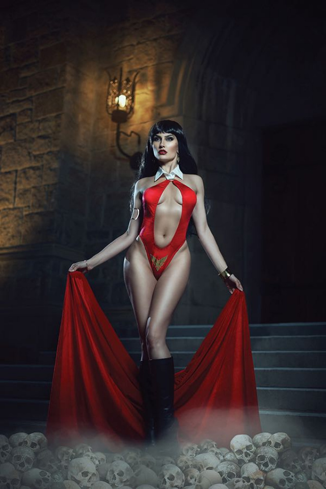 Vampirella #2 (30 Copy Cosplay Virgin Cover)