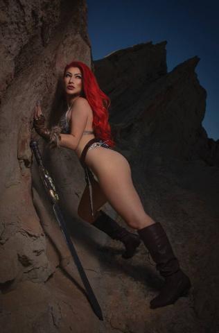 Red Sonja #27 (11 Copy Cosplay Virgin Cover)