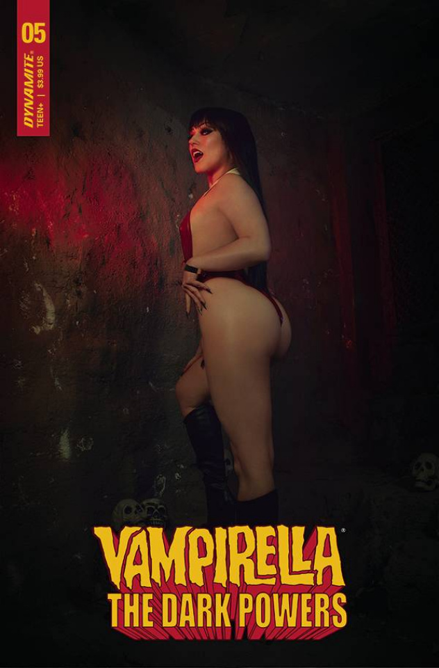 Vampirella: The Dark Powers #5 (Hollon Cosplay Cover)