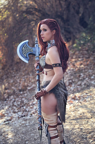The Invincible Red Sonja #6 (20 Copy Cosplay Virgin Cover)