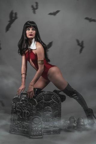 Vengeance of Vampirella #8 (20 Copy Titan Cosplay Cover)
