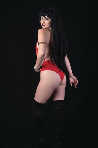Vampirella / Dejah Thoris #4 (40 Copy Vampi Cosplay Virgin Cover)