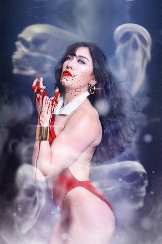 Vampirella #13 (25 Copy Lee Cosplay Virgin Cover)