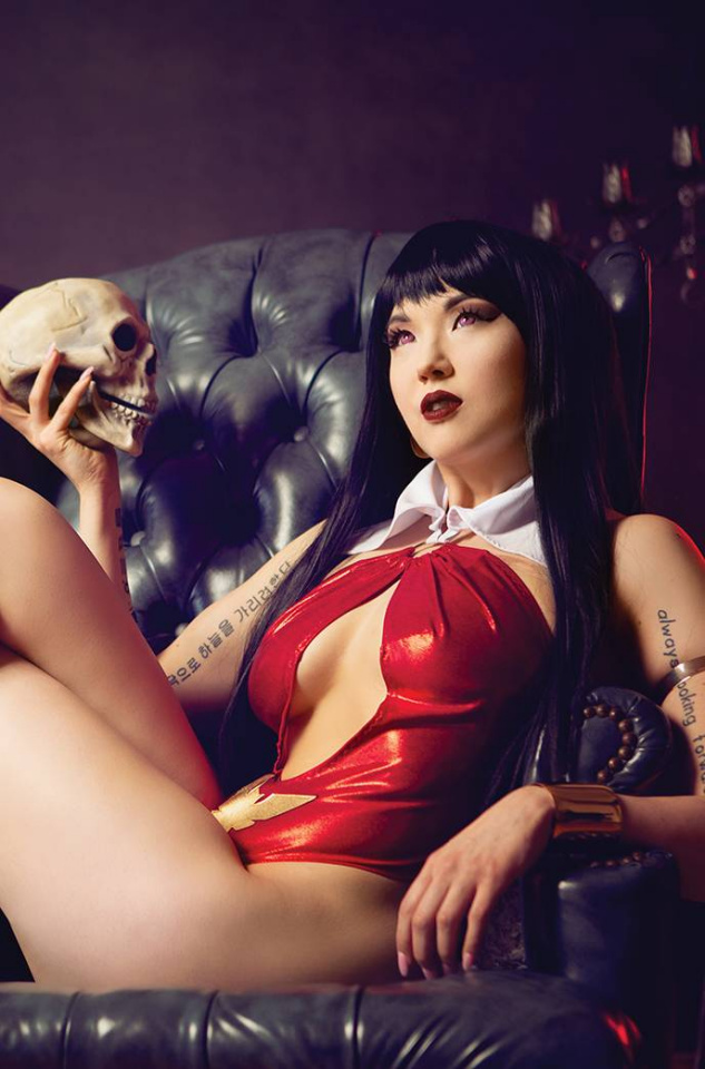 Vengeance of Vampirella #19 (20 Copy Cosplay Virgin Cover)