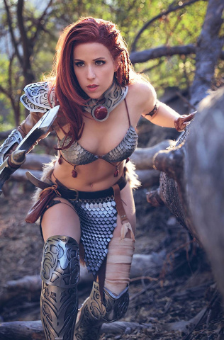 The Invincible Red Sonja #2 (20 Copy Dominica Cosplay Virgin Cover)
