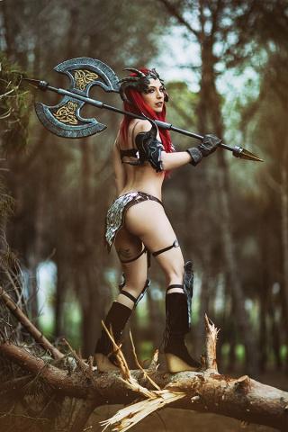 Red Sonja #11 (15 Copy Cosplay Virgin Cover)