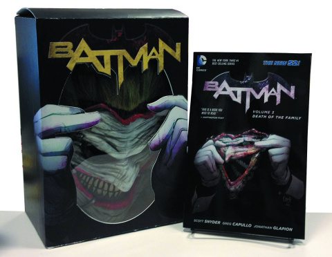 Batman: Death of the Family (Book & Joker Mask Set)