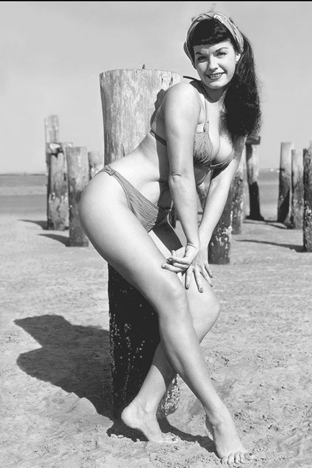 Bettie Page: Unbound #3 (10 Copy Photo Virgin Cover)