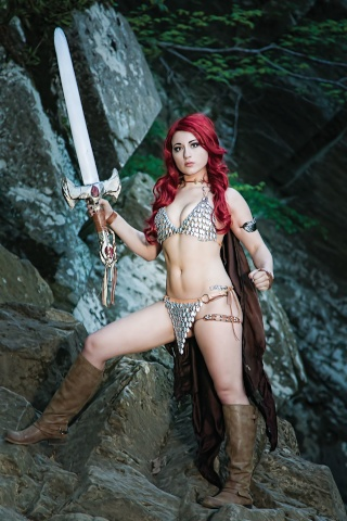 Red Sonja #8 (10 Copy Cosplay Virgin Cover)