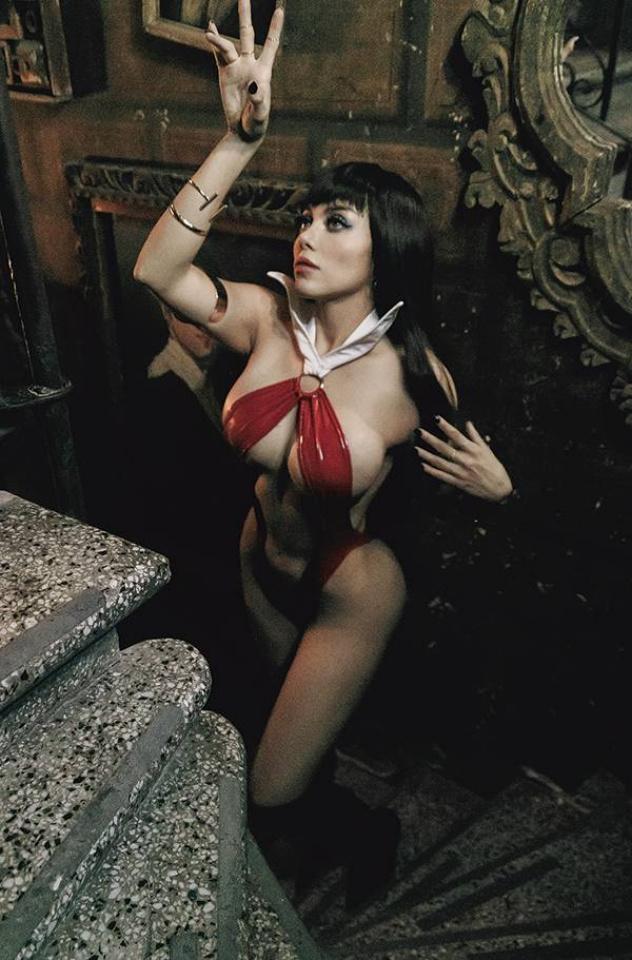 Vampirella #20 (25 Copy Lorraine Cosplay Virgin Cover)