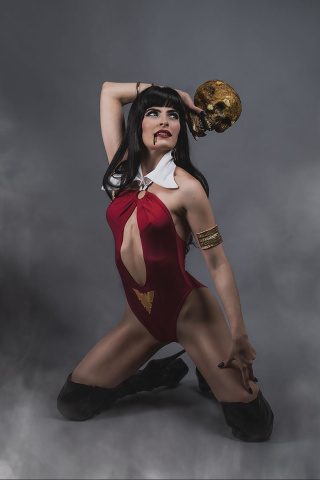 Vampirella #9 (25 Copy Teena Titan Cosplay Virgin Cover)