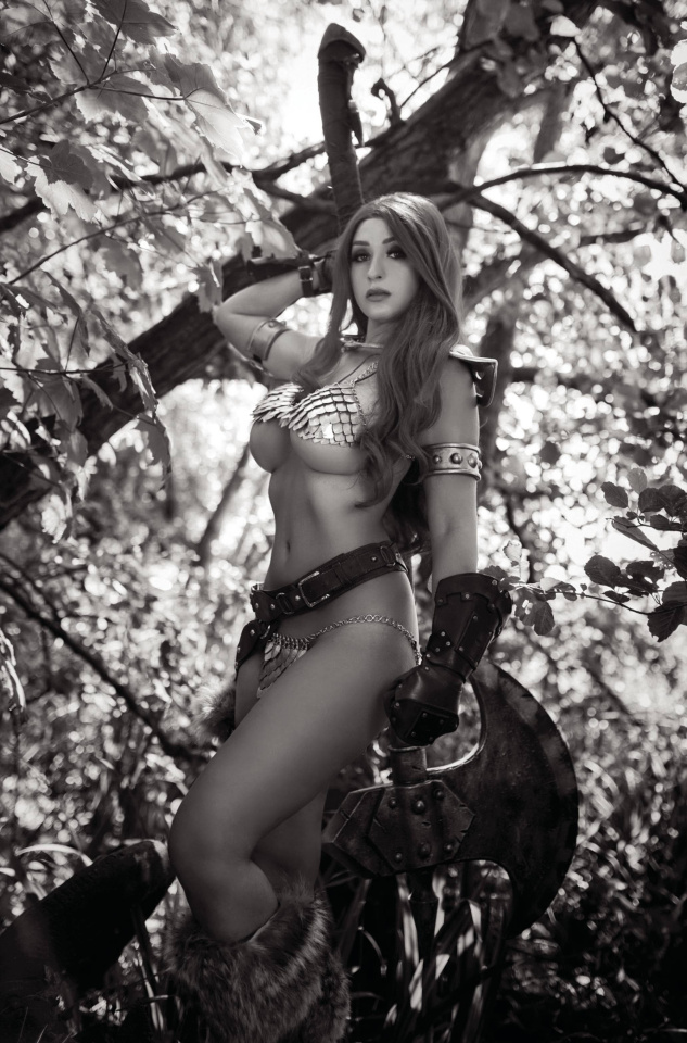 Red Sonja: The Superpowers #1 (11 Copy Cosplay B&W Virgin Cover)