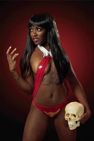 Vampirella #18 (25 Copy Roll Cosplay Virgin Cover)
