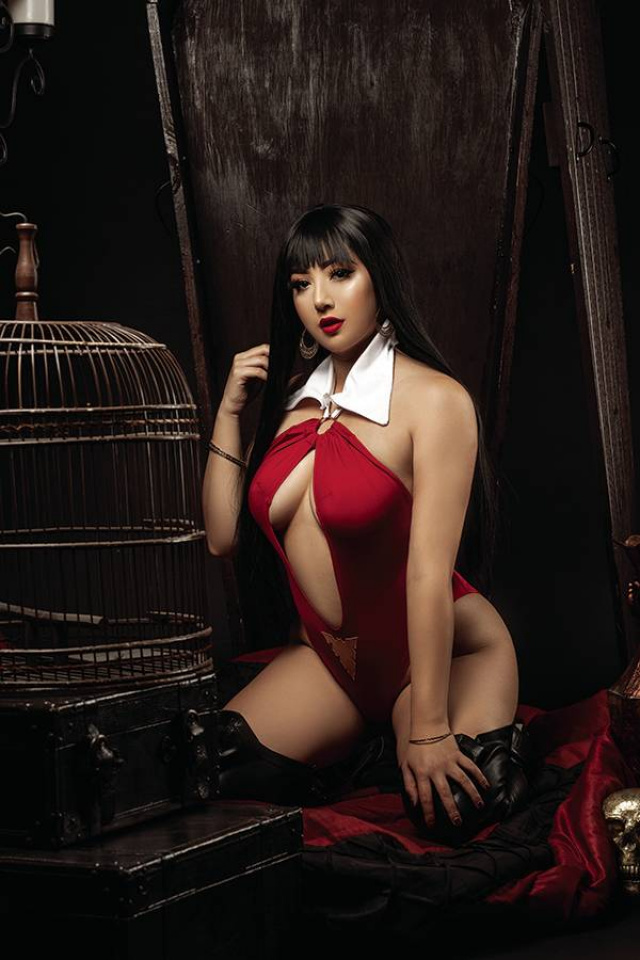 Vampirella: The Dark Powers #1 (35 Copy Cosplay Virgin Cover)