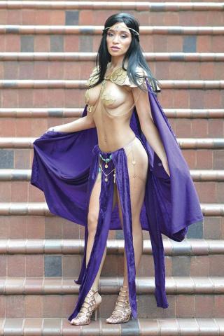 Vampirella / Dejah Thoris #2 (40 Copy Dejah Cosplay Virgin Cover)
