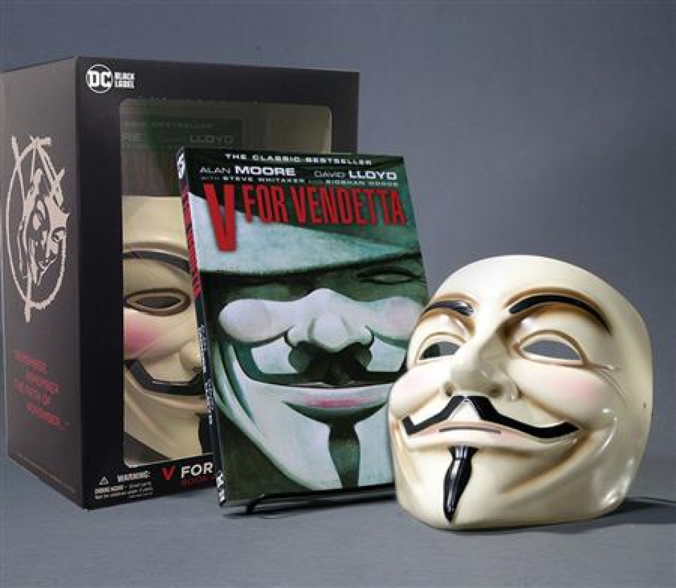 V For Vendetta Book And Mask Set New Edition Book and Mask Set (New Edition)